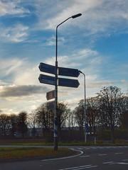 Oude ANWB wegwijzers (sander_sloots) Tags: anwb wegwijzers lantaarnpaal lampposts signs lamppost lichtmast paal signpost direction post lampadaire srs201 straatverlichting straatlantaarn philips armatuur poteau indicateur lantern luminaire streetlamp streetlight sox sodiumlamp natriumlamp eijsden mariadorp