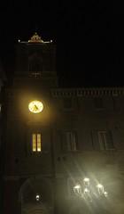 luci sulla torre del municipio - Senigallia (walterino1962) Tags: torre orologio palazzo arco finestre balaustra parapetto finestreaperteadarchi lampioni luci ombre riflessi senigallia ancona