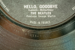 Made In France (SKAC32) Tags: thebeatles fabfour madeinfrance hellogoodbye 7inchsingle 45rpm canon100mmf28macro