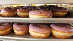 Pink Donuts (Margaret Grace C.) Tags: food lasvegas sweet donuts donut pastry 食べ物 donutshop foodtography 甘い deesdonut どナッツ