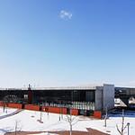 駅舎および複合施設の写真