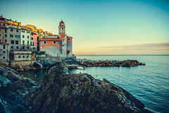 Church of Tellaro Sunrise (Thomas Paal Photography) Tags: italy italia holiday vacanca vacance urlaub italien tellaro lerici laspezia ligurien liguria kirche church meer mare sea sunrise sonnenaufgang sigma art prime festbrennweite 24mm wideangle sigmafrance