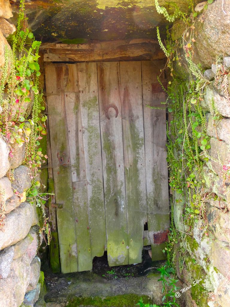 Águas Frias (Chaves) - ... uma porta ... que já teve muita serventia ...