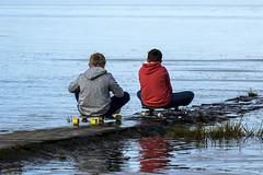 die Nordseeskater warten auf die die Flut (urbaner.eu) Tags: nordsee flut skater skateboard kinder wasser strand buhne