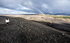 Bordeando el cráter Hverfjall