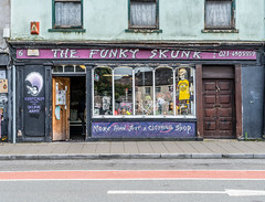 THE FUNKY SKUNK [KEEP CALM AND JOIN THE SKUNK ARMY]-122517 (infomatique) Tags: lavitt'squay corkcity thefunkyskunk clothingshop skunkarmy infomatique williammurphy