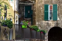 Toirano (03) (Pier Romano) Tags: toirano savona liguria entroterra riviera ligure fioriere fiori borgo antico paese old town