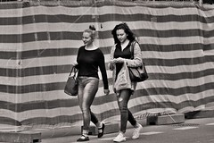 Stars and Stripes (heiko.moser (+ 10.600.000 views )) Tags: sw schwarzweiss street strasse streetart schwarzweis streetfotografie streetportrait streetfoto people personen publicity person portrait women woman teen teens entdecken einfarbig eyecatch discover young youngwoman girl menschen monochrom mono noiretblanc nb nero bw blackwhite blancoynegro canon candid city heikomoser