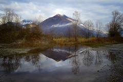 il riflesso nella pozza (C-Smooth) Tags: riflesso pozza natura montagna alberi trees reflections pozzanghera water clouds landscape piandispagna