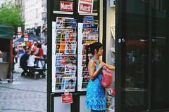 (Marina.vicente) Tags: people color newspaper revista bruselas periodico