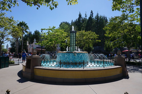 "Disney California Adventure: Fountain • <a style=""font-size:0.8em;"" href=""http://www.flickr.com/photos/28558260@N04/20524973946/"" target=""_blank"">View on Flickr</a>"