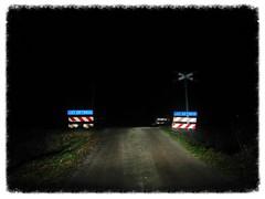 BEWARE OF TRAINS (streamer020nl) Tags: holland beware trains eerbeek trein 2015 spoorwegovergang 101215 onbewaakt