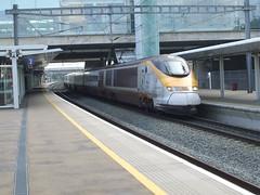 Eurostar set 3003/3004 arrives at Ebbsfleet Intl Station en route from Brussels to London. (DesiroDan) Tags: ebbsfleetinternationalstation highspeed1 eurostar eurostarclass373 class373eurostar uktrains ukelectricunits highspeedtrainsintheuk britishrailclass373 tgvtmst