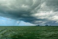 Storm is coming ! (dominiquesainthilaire) Tags: nikon nikond7100 thailand thailande krabi boat ferry pohphiphi islands iles storm tempte nuages vagues waves travel voyages monsoon mousson