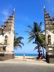 Kuta Beach Entrance (lrudzis) Tags: bali indonesia ubud kuta southeastasia travel explore international escape destination mystery island