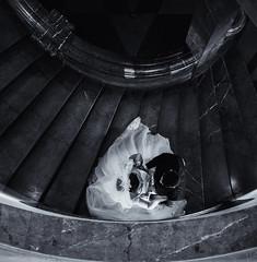 """""""I used to live alone before I knew you"""" (katrin glaesmann) Tags: bride groom wedding photoshoot street stairs spiralstairs hannover neuesrathaus newtownhall monochrome blackandwhite people hochzeit braut brutigam vonoben wendeltreppe marmor marble"""