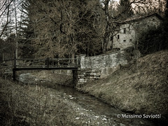 The house with a little bridge (Massimo Saviotti) Tags: flickr acqua antico antiquities archeologia archeologic collina colline fiume hill hills historic history inverno landscape landscapes paesaggi paesaggio panorama river rivers sightseen storia storico torrente vista water winter
