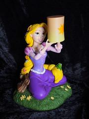 DLP - Rapunzel mit Lichteffekt (sh0pi) Tags: paris disneyland disney figure pascal rapunzel figur disneystore tangled dlp 2015 lichteffekt 209461015008