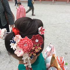 Shichi-go-san in KYOTOtradithinal Japanese hair style and KAMIKAZARI (PYONKO) Tags: kids hair kyoto  kimono shichigosan    shimogamojinjya  nihongami