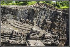 Vista del Templo de Kailash desde la cima de la roca. (Fotocruzm) Tags: india asia maharashtra shiva aurangabad ellora patrimoniodelahumanidad patrimoniomundialdelahumanidad rupiaindia fotocruzm mcruzmatia templodekailash grutabudista
