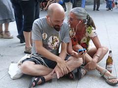 In piazza a Gavoi (Claudio e Silvia)-foto Laura Cignoli.