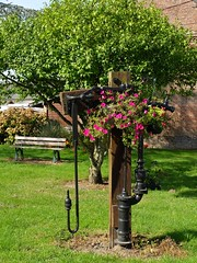 Estres-ls-Crcy (xavnco2) Tags: estreslescrcy somme picardie france banc banco bench pompe waterpump fleurs flowers