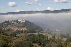 Umbria (Lucie Maru) Tags: fog upslope landscape mountain umbria italy europe