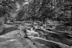 Falling water (Tim Ravenscroft) Tags: waterfall landscape monochrome blackandwhite ammonoosuc falls river whitemountains new hapmshire usa