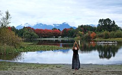 Autumn dance from the queen. (jlee31180) Tags: queen autumndance street candid troutlake vancouver fujifilmxe1 xf35mmf14r sky mountain