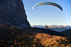 ... high above the almen at sella massiv (joachim.d.) Tags: dolomiten gleitschirmfliegen paragliding sellamassiv dolomites southtirol sdtirol fliegen alm almen fernsicht
