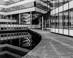 Carré (henny vogelaar) Tags: netherlands enschede university architecture carré ectorhoogstadarchitecten modern bw