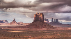 Monument Valley Light (Fuzzyfelt30) Tags: geology monumentvalley desert arizona utah clouds butte buttes sandstone sandstonebuttes
