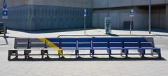 max. 30 min (Jorden Esser) Tags: rotterdam benchmonday bluemonday chargingstation eletriccarcharger longbench neotopia sign woodenbench nederlandvandaag