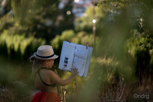 Lisa Simpson, tocando el saxofón...