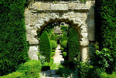 Norman Gateway in Malmesbury Abbey House Gardens (Jayembee69) Tags: england english gardens garden topiary arch cotswolds norman wiltshire cotswold malmesbury abbeyhousegardens abbeyhouse wilts