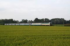 Deviato estivo... (Maurizio Zanella) Tags: italia trains railways fs pavia trenitalia ferrovia treni sartirana e403014 icn794 icn35918