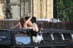 Girlie night out (Ian Press Photography) Tags: people london night out limo stretch stretched girlie limousine