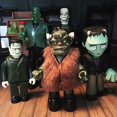 <3 (Kittytoes) Tags: house monster mystery kubrick victorian haunted frankenstein mansion custom minis playmobil funko mezco mezits