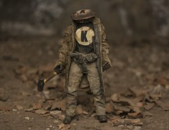 IMG_9371 (wadetaylor) Tags: toy robot king 3a trenchcoat sledgehammer postapocalyptic ashleywood toyphotography onesixth threea adventurekartel kingthumb tenfingergang nefarioustenfingerrobotgang