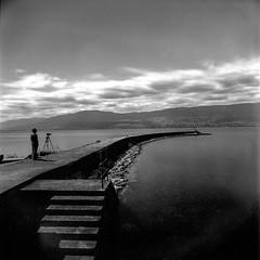 Quatre longues minutes (PAMaire) Tags: estavayerlelac hasselblad 500cm le longexposure firecrest nd16 foma fomapan 50mm zeiss distagon switzerland suisse lac lake clouds stairs