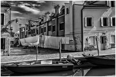 the rope - II (hctoR condE) Tags: 2016 d610 italia venecia viajes arquitectura canal ropa bote botes farolas bw monocromo