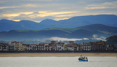 Beach Front (YellowSingle ) Tags: st jean de luz beach front atlantic ocean mountain pyrnes pays basque nikon d3