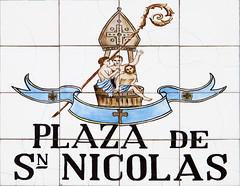 Plaza de San Nicolas (Rafa Gallegos) Tags: madrid espaa spain callesdemadrid madridstreets azulejos tiles plazadesannicolas