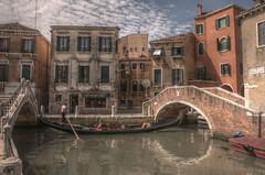 Venise (Loup Hurlant) Tags: venise gondole gondolier canal pont ponts