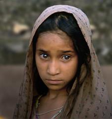 RAGAZZA AFGANA (ADRIANO ART FOR PASSION) Tags: pakistan anno1984 peshawar campoprofughiafgano profughi olympus om2 scansione scan refugeecamp ritratto portrait ragazza girl afghanyounggirl