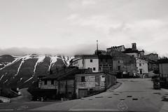 April in Umbria (wolian1979) Tags: umbria italy italia aprile april spring primavera wiosna hills colline wzgrza castelluccio castellucciodinorcia piangrande pianpiccolo montevettore montisibillini