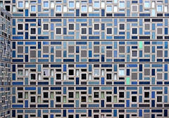 Two Runaways (dolorix) Tags: dolorix fenster window architektur architecture köln cologne runaways ausreisser