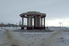 Monument (8pl) Tags: musée нефтеюганск monument parc neige glace dégagement lampadaires marches hiver froid sibérie russie ambiance сибирь
