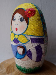 Abelina y su beb Abel (Mara Tenorio) Tags: doll embroidery babushka matrioska matrushka matryoshka matriochka russiandoll embroideryfloss handmadedoll clothdoll russiannestingdoll mixedmediadoll muecarusa fabricdoll abelina handmadeclothdoll muecadetela embroidereddoll muecabordada