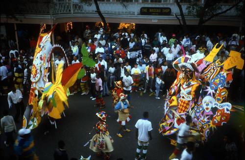 "Bahamas 1988 (121) New Providence: Junkanoo • <a style=""font-size:0.8em;"" href=""http://www.flickr.com/photos/69570948@N04/22938141304/"" target=""_blank"">Auf Flickr ansehen</a>"